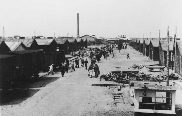 Beeld van kamp Westerbork met uitzicht op de Boulevard de Misères
